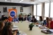 Na foto, conselheiros e conselheiras no entorno de uma grande mesa retangular. Na ponta, equipe diretiva do Conselho e Secretário da SJDH.