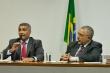 Na foto, à esquerda senador Romário e à direita, Paulo Paim. Ambos sentados.