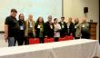 Na foto, conselheiros e conselheiras de Dois Irmãos e presidente do COEPEDE, Paulo Kroeff, o vice, Adilso Corlassoli. Todos em pé. A sua frente uma mesa grande.